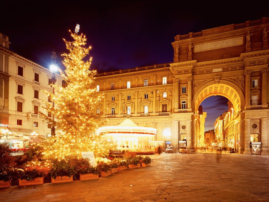 piazza-della-repubblica-florence-italy-christmas
