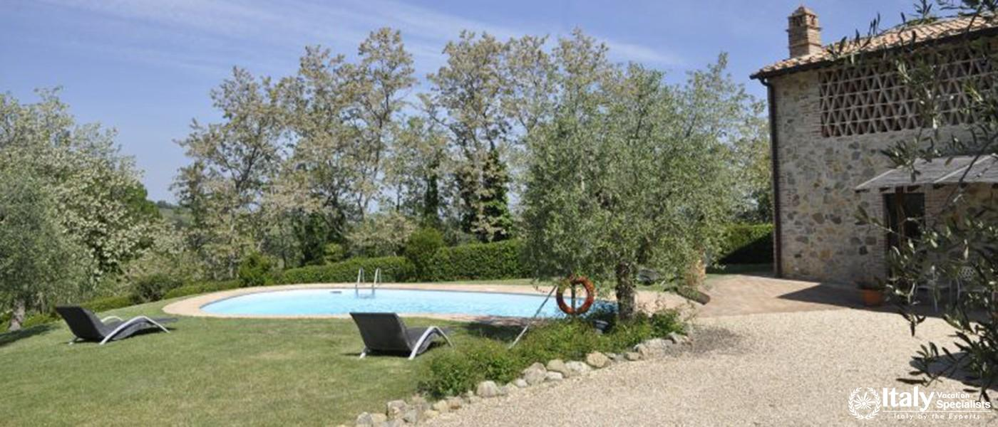 Swimming pool in Villa Larino