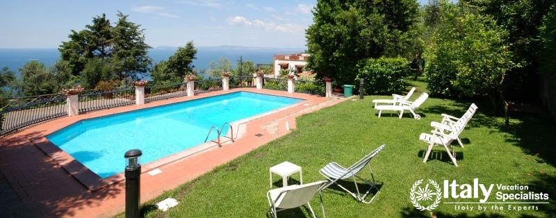 Sitting area and swimming pool in Marrachinho