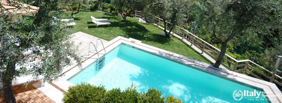 Swimming pool in Villa Moyria