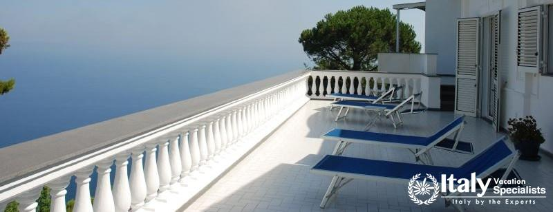 Sun-bathing area in Villa Venancio