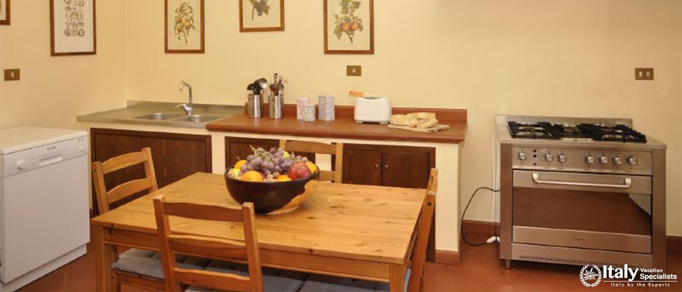 Dinning in Villa Cesare Rome-Lazio Villa