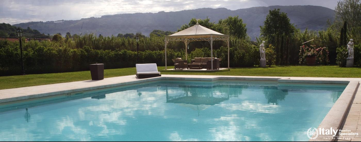 Swimming pool in Villa Pattoni