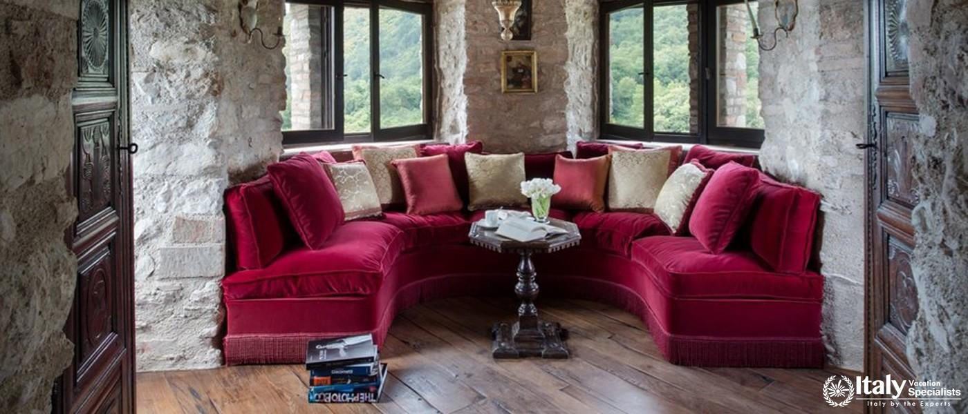 Wonderful wall-to-wall sofas in Villa Tezio