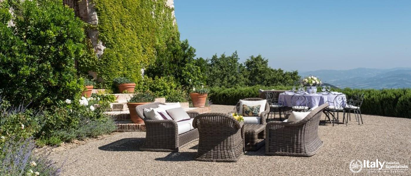 Outdoor sitting area in Villa Tezio