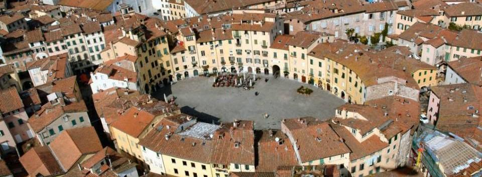 Lucca, Anfiteatro Square