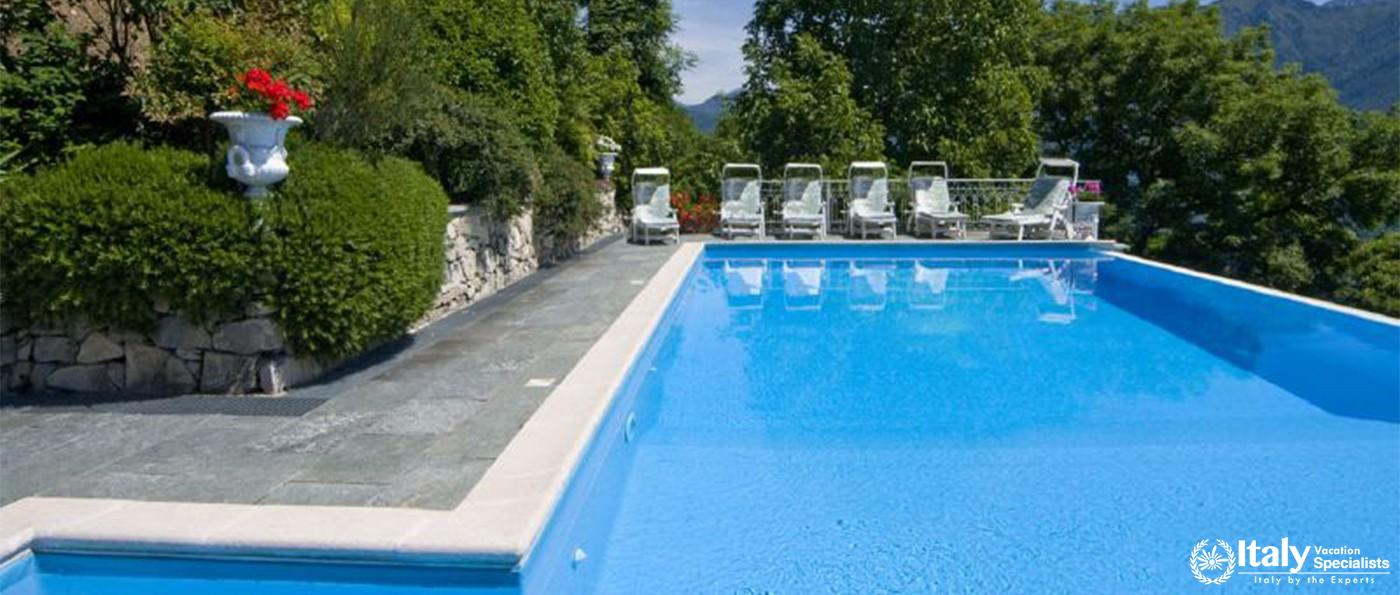 Peaceful environment with swimming pool in Villa Willows