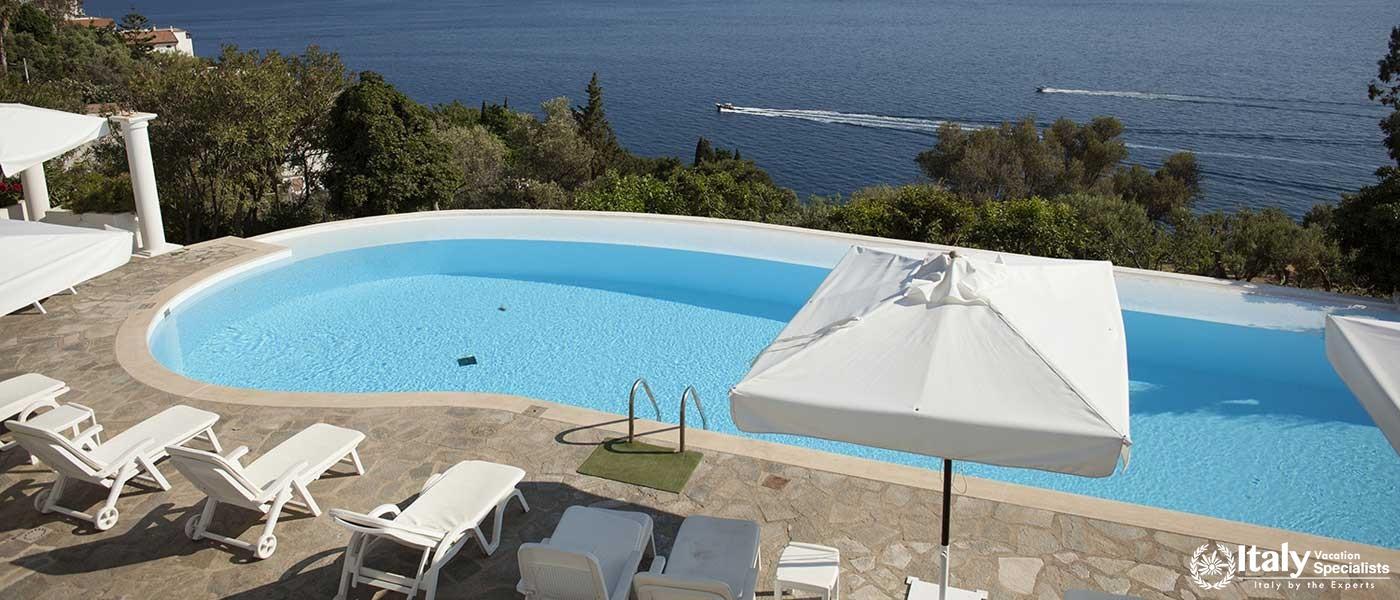 Swimming pool in Villa Bideri