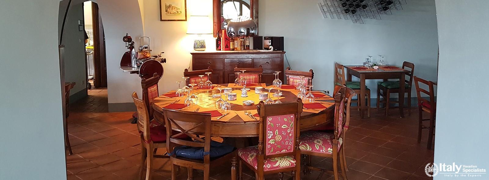 Dinning table in Farm Le Pietre Vive di Montaperti