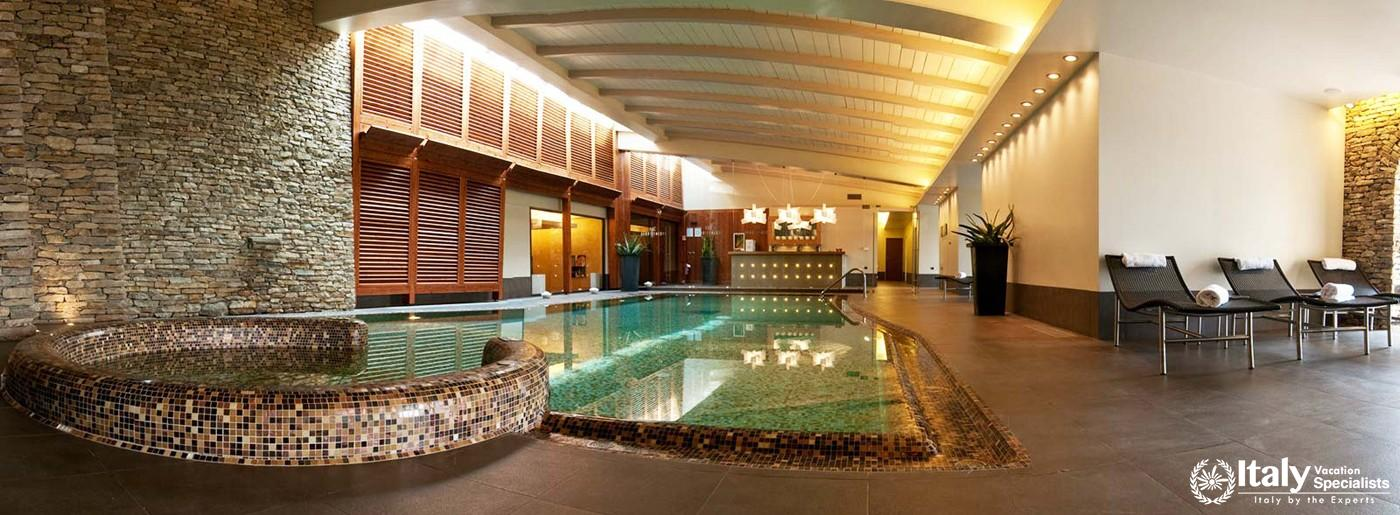 Indoor swimming pool in Hotel Relais San Maurizio